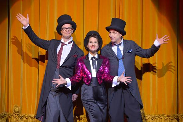 Bill-Irwin-Shaina-Taub-and-David-Shiner-in-OLD-HATS-at-A.C.T.s-Geary-Theater.-Photo-by-Kevin-Berne.